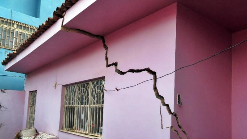 Que fenômeno ameaça engolir o bairro do Pinheiro, em Maceió?